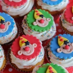 bij-okidoki kindertaarten bussum naarden hilversum bruidstaarten verjaardagstaarten kinderpartijtjes bumbacupcakes